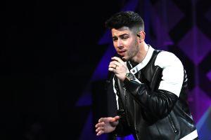 Gino, el ovejero de Nick Jonas, pasa la cuarentena un poco ¿triste?