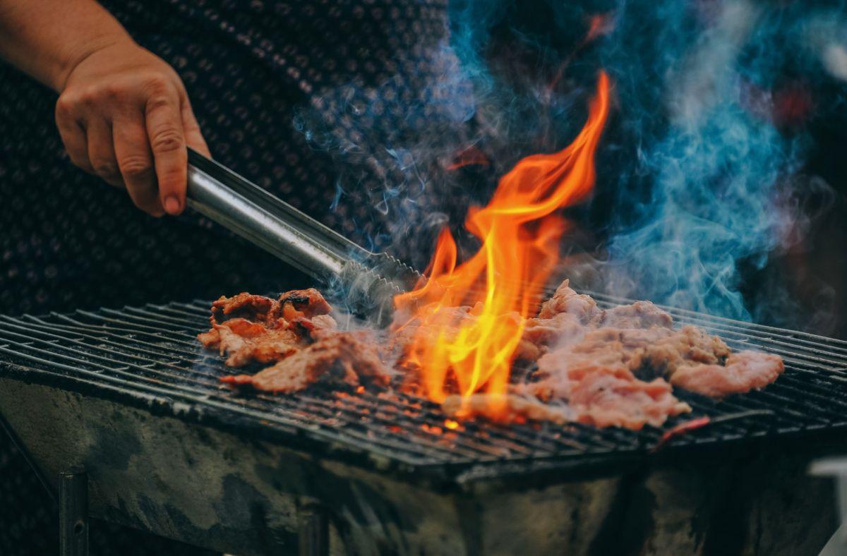¿Es dañino comer alimentos quemados?
