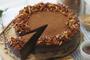 Comprueba la inmensa versatilidad de los aguacates con este pastel de chocolate vegano