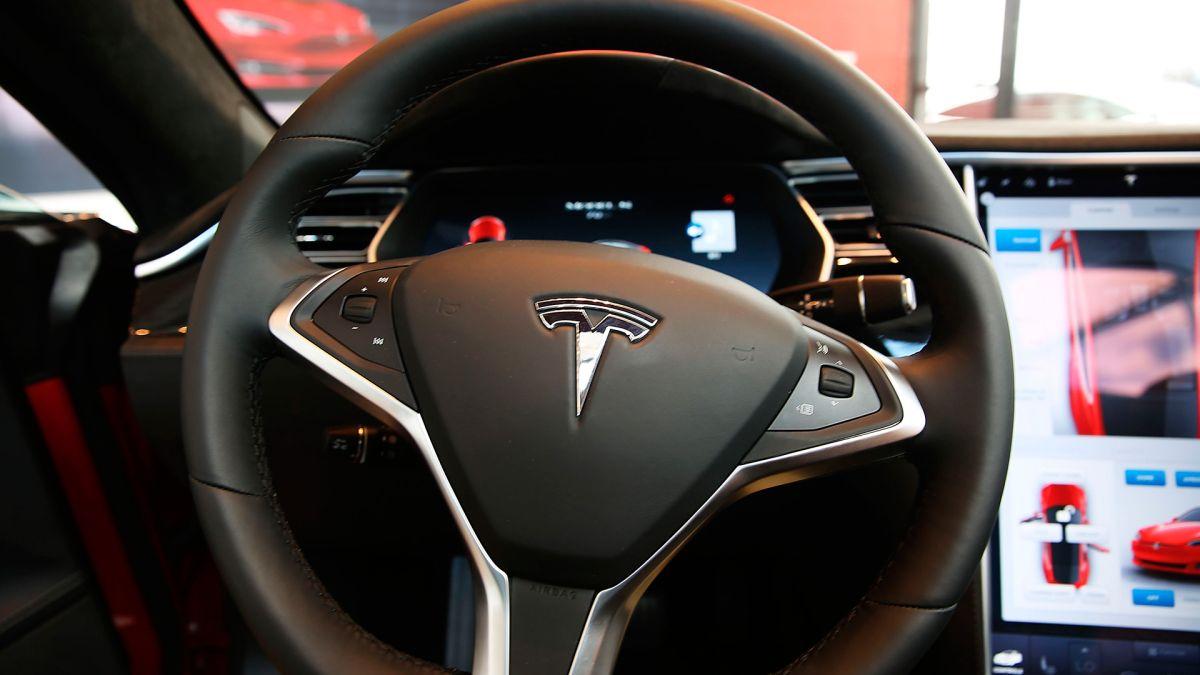 Por qué les cobraron doble los autos Tesla a estas personas