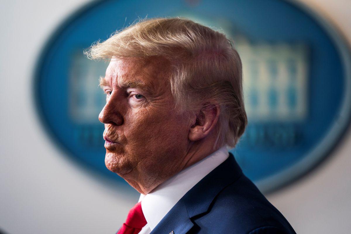 El presidente Trump busca suspender temporalmente los procesos migratorios.