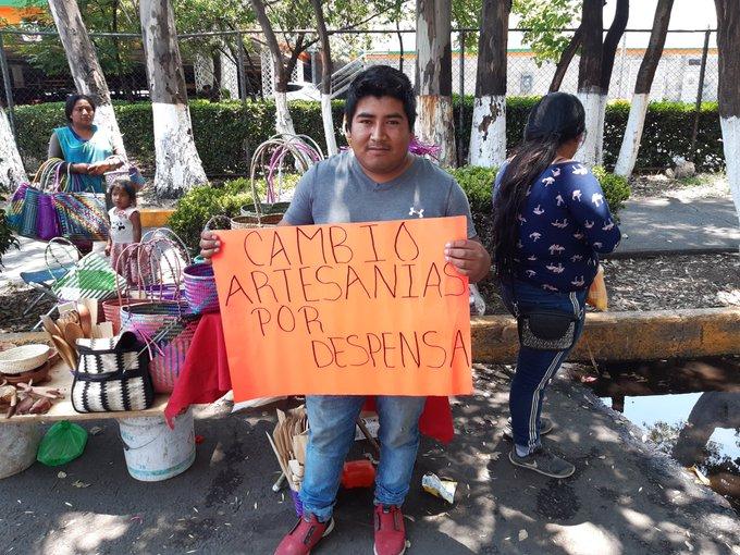 """""""Cambio artesanía por despensa"""", el llamado de oaxaqueño ante crisis de coronavirus, la ayuda se desborda"""