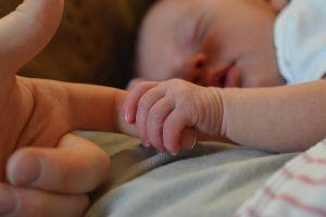 Recomendaciones para embarazadas y padres con recién nacidos para estar seguros durante la cuarentena por coronavirus