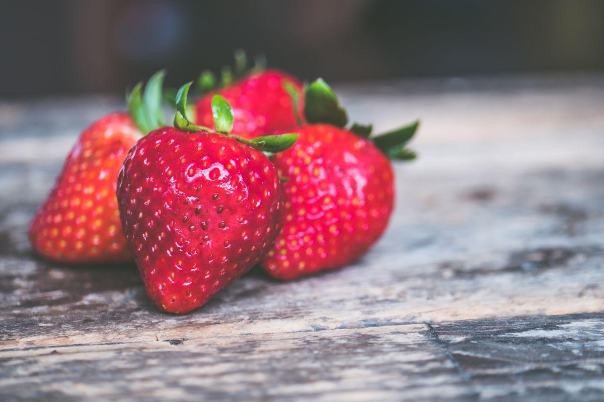 Ritual con fresas para atraer el amor.