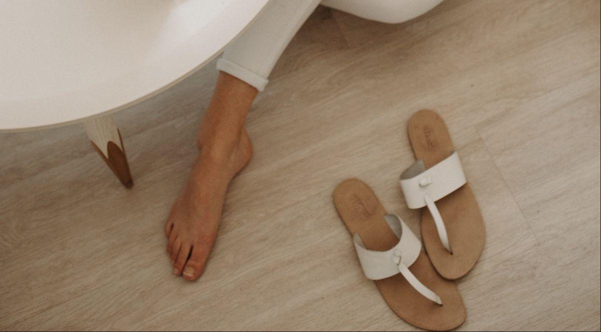 8 opciones de chanclas para usar en casa cómodamente mientras estás en cuarentena
