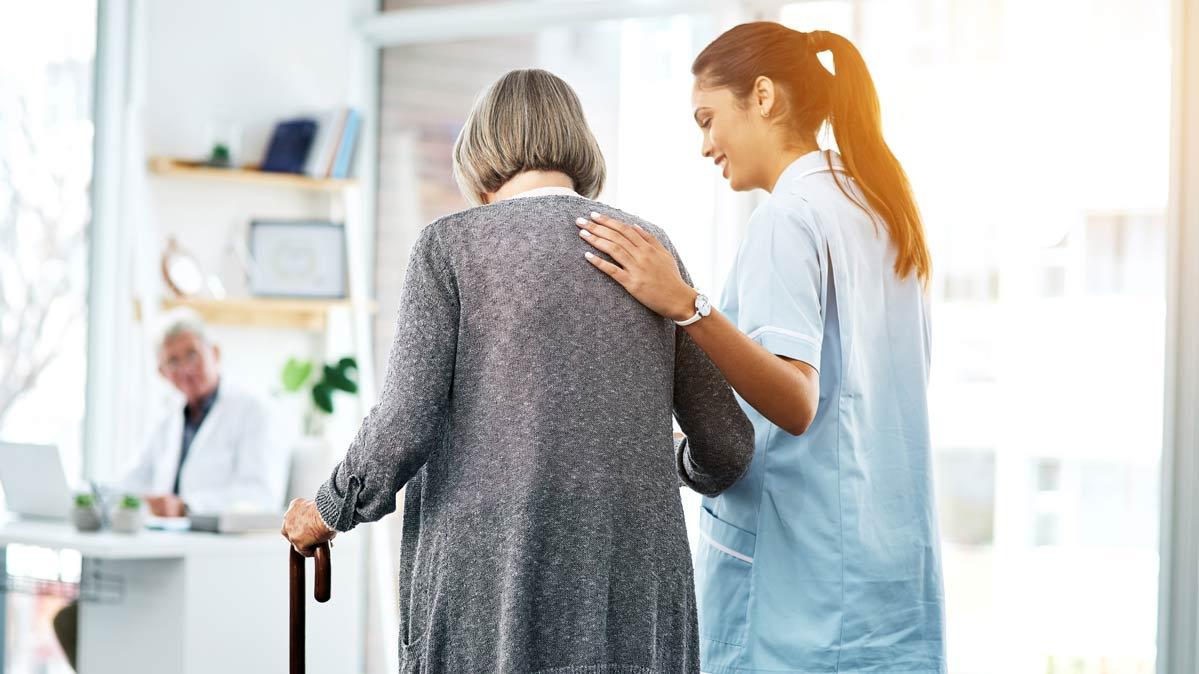 Por qué los adultos mayores necesitan atención médica especial