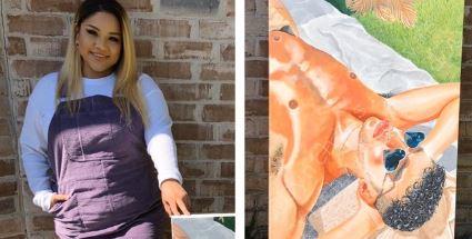 Cynthia Coronado con su pintura de Bad Bunny.