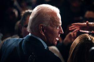 Mujer que acusa a Biden de acoso sexual dice que el demócrata debe retirarse de la carrera presidencial
