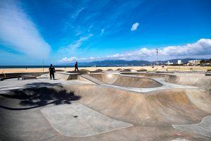 Inutilizable así quedó el emblemático skate park de Venice Beach