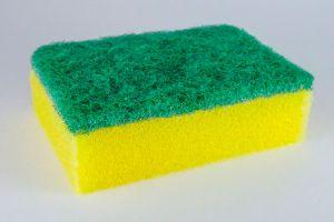 4 cosas que NO deberías hacer con tu esponja de cocina