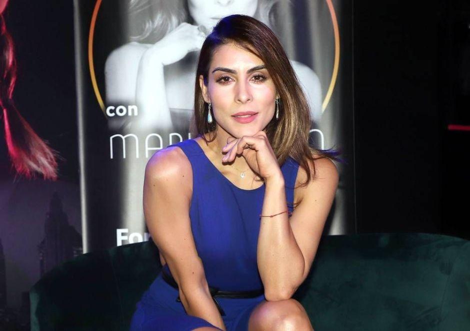 María León muestra su figura de bailarina en body negro