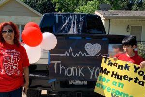 Texas: El COVID-19 no pudo evitar que una escuela despidiera el año escolar con alegría y honor