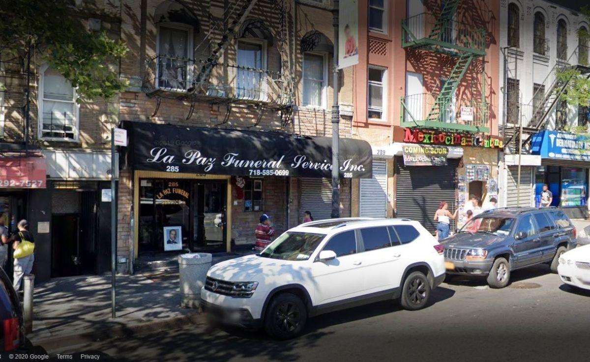 Ataúd abandonado desata espanto y caos en calle del Bronx