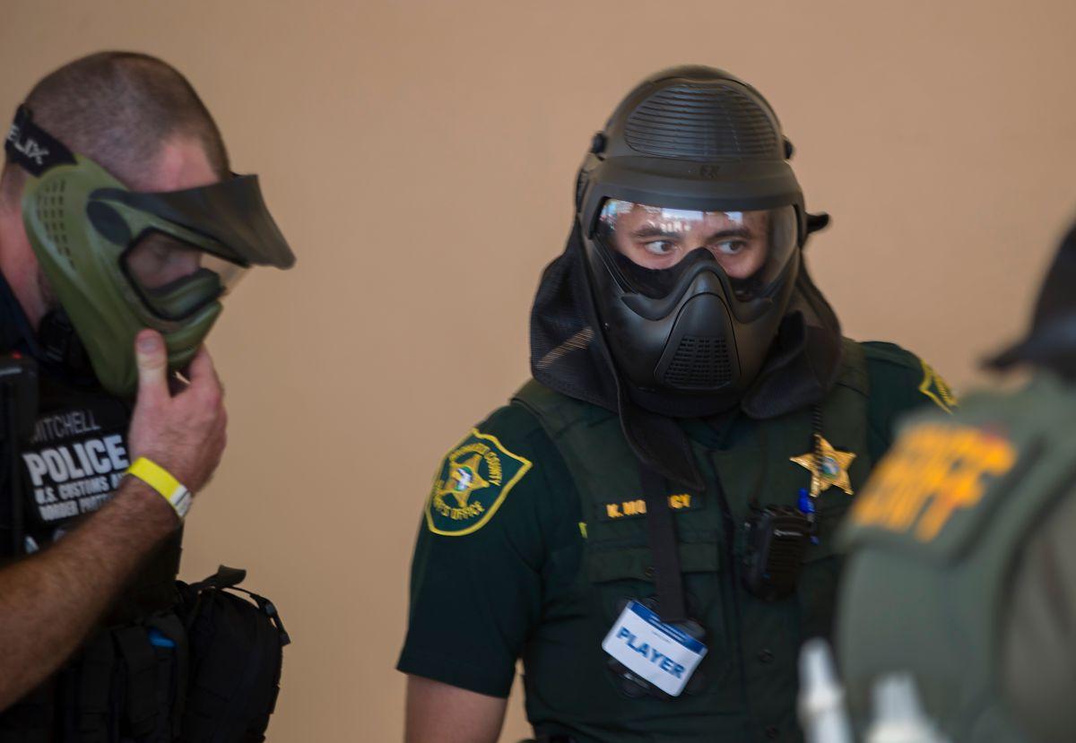 Agentes de la Oficina del Sheriff del Condado de Broward.