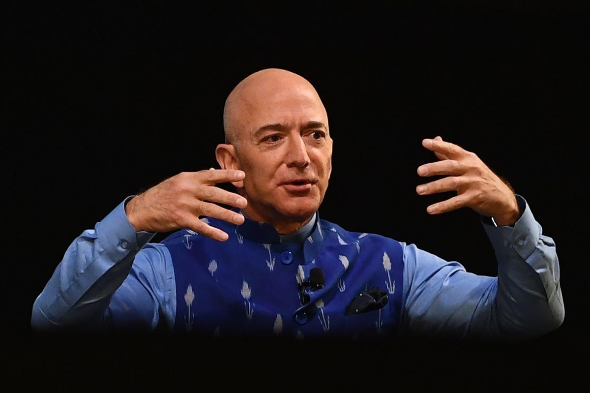 Fundador de Amazon respalda plan de infraestructura y el aumento de impuestos de Biden