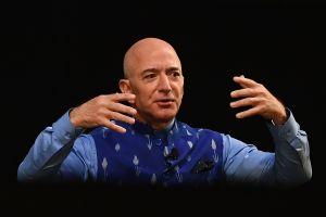 Jeff Bezos, fundador de Amazon, realizó una visita sorpresa a un almacén en Dallas donde un trabajador dio positivo a COVID-19