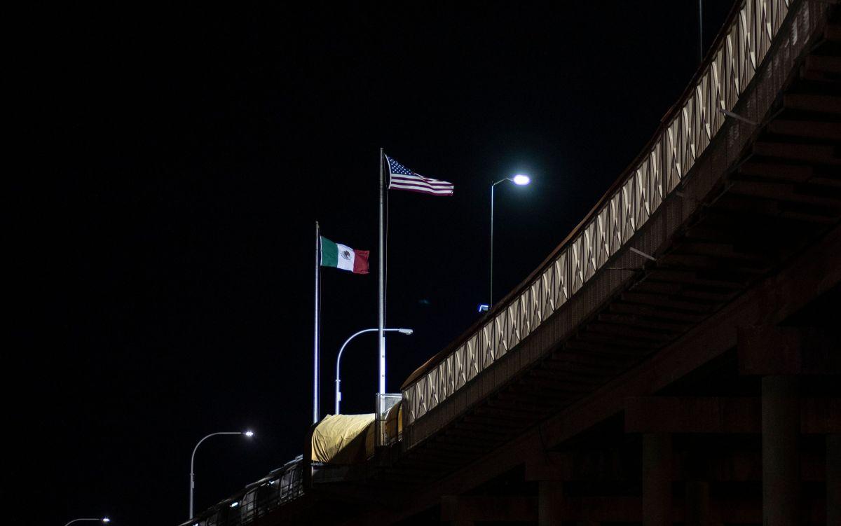 México insiste a sus paisanos evitar los viajes, especialmente a EEUU