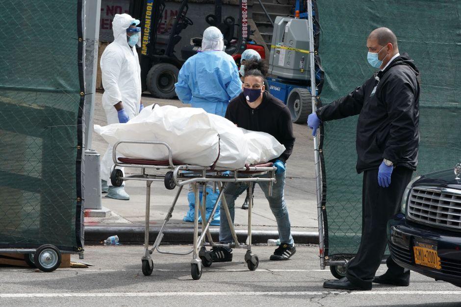 Los Ángeles registra nuevo récord de muertes por COVID-19 por tercer día seguido