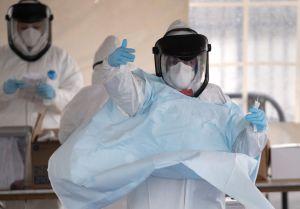 Administración Trump está a punto de vaciar reservas de protecciones para médicos ante coronavirus