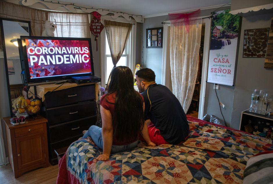 Frustración entre indocumentados en primer día de solicitudes de ayuda por coronavirus