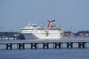 Guardacostas de EEUU: los cruceros deben permanecer en el mar con los enfermos con COVID-19 a bordo
