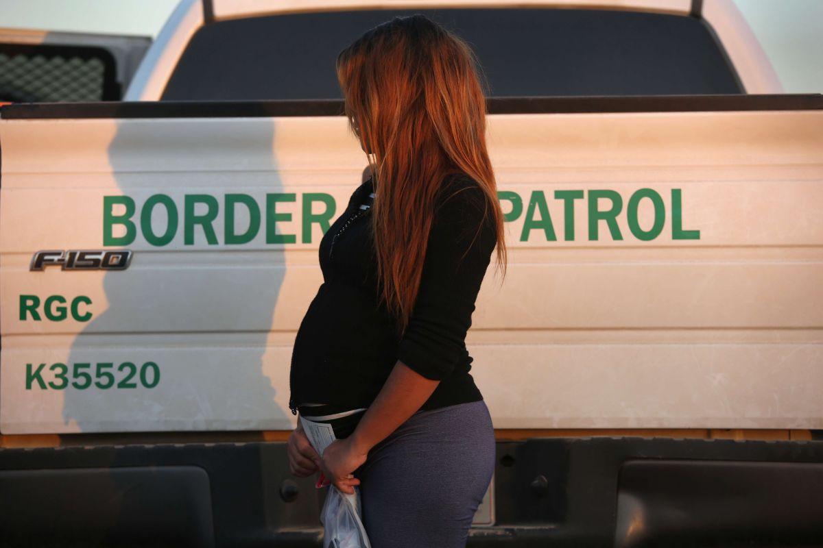 'La Migra' ha detenido a familias completas en la frontera.