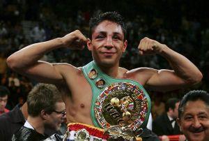 El exboxeador Israel Vázquez lidia con la pelea más grande de su vida, una enfermedad crónica en órganos y piel