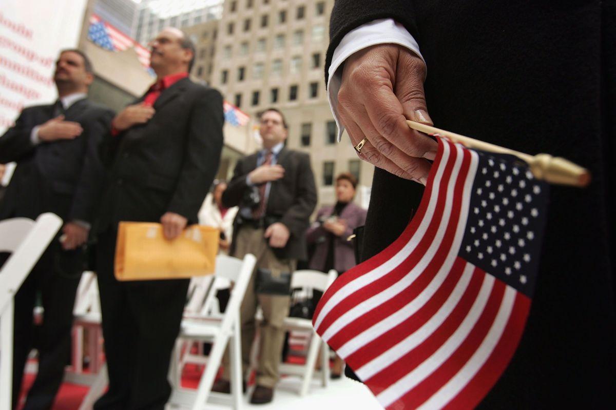 Algunos inmigrantes tienen derecho a la ayuda económica federal.