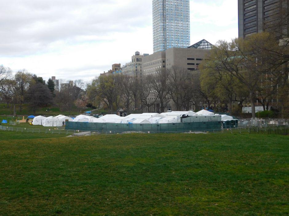 Autoridades de Nueva York enterrarían en parques cadáveres de víctimas de coronavirus