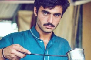 La foto que cambio la vida de vendedor de té paquistaní
