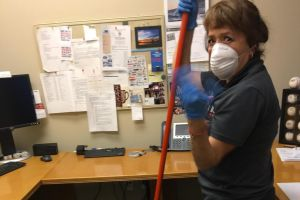 Trabajadoras esenciales sin documentos piden que California no los olvide en medio de la pandemia