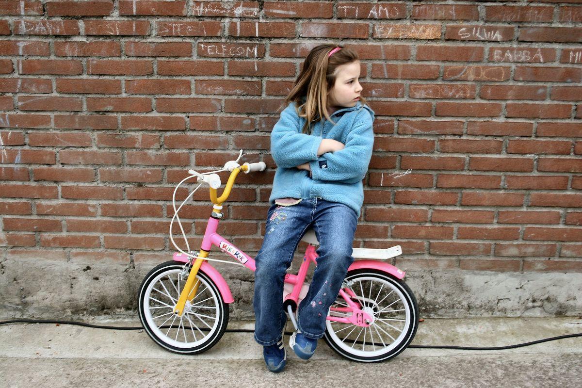 Si tu hijo dice que ya se aburrió, no hay mucho por arreglar, solo dale tu atención para que todo pase pronto.