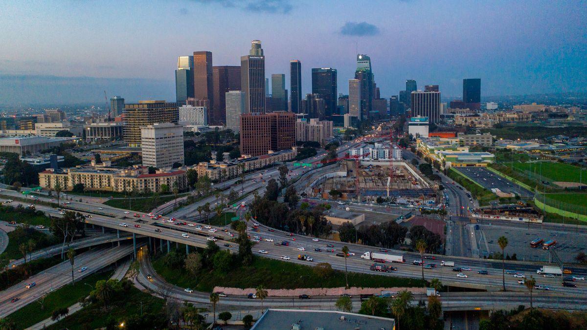 Reiteran que es esencial mantenerse en casa en el condado de Los Ángeles.