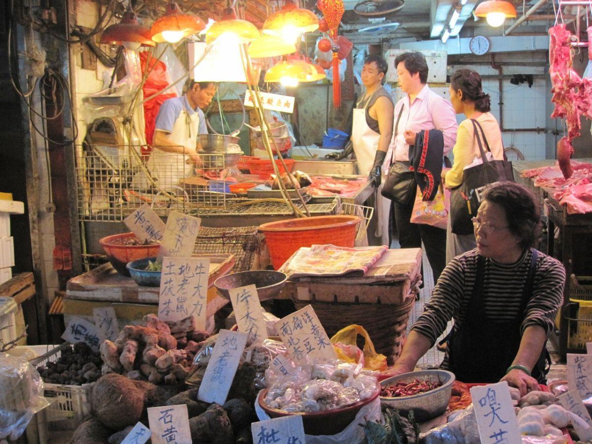 Mercados chinos venden animales salvajes para comer como antes del COVID-19