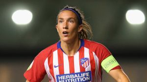 Dos jugadoras de La Liga española se ponen las batas de médico para combatir al coronavirus