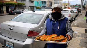 En medio de la pandemia, en Tijuana se reparten tamales de la solidaridad