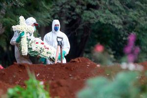 Coronavirus: Sepultureros de Brasil desconfían de cifras del gobierno