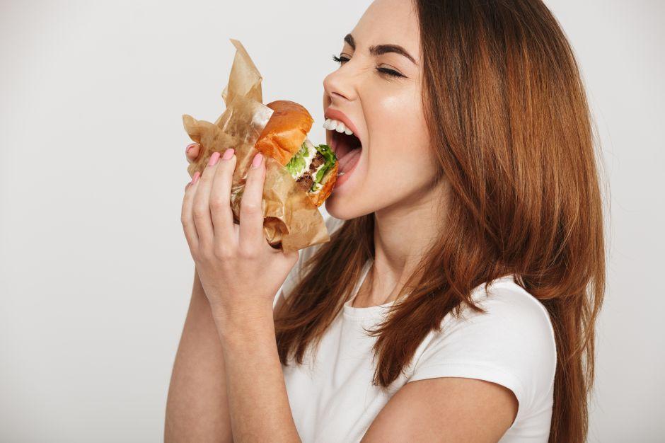 4 alimentos que consumir si estás comiendo en exceso
