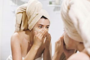3 exfoliantes caseros para mejorar la textura de la cara y limpiar los poros