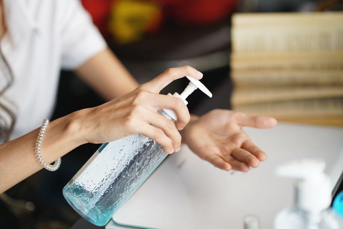 5 fórmulas antibacteriales en gel que puedes usar para desinfectar tus manos