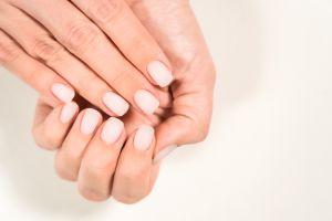 4 productos para cuidar las uñas y cutículas después de quitarte las postizas o gel