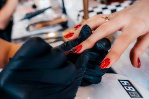 ¿Uñas de perejil? Los más extraños estilos de manicura llegan desde Rusia