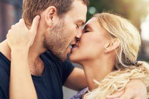 Descubre por qué cerramos los ojos al besar