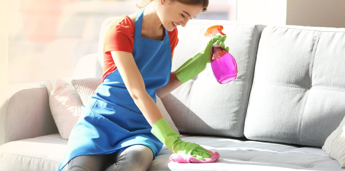 ¿Cómo mantener los muebles de tu hogar limpios sin gastar mucho dinero?