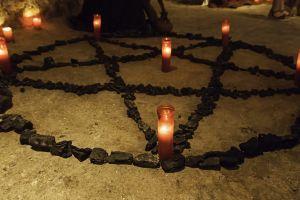 Mata a su suegra en ritual satánico para acabar con el coronavirus