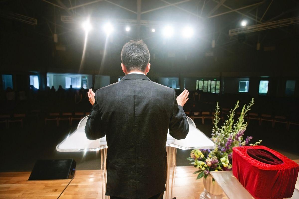 Pastor chileno con coronavirus celebra acto religioso con decenas de fieles