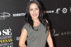 La mamá de Michelle Salas impacta al lucir su figura en topless