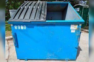 Hombre de Florida ayuda a una persona a recuperar $20,000 que tiró a la basura