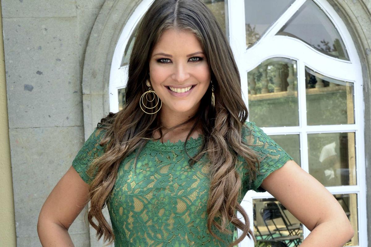 """Vanessa Claudio baila usando un microbikini, y anuncia que será conductora invitada en """"Un nuevo día"""""""
