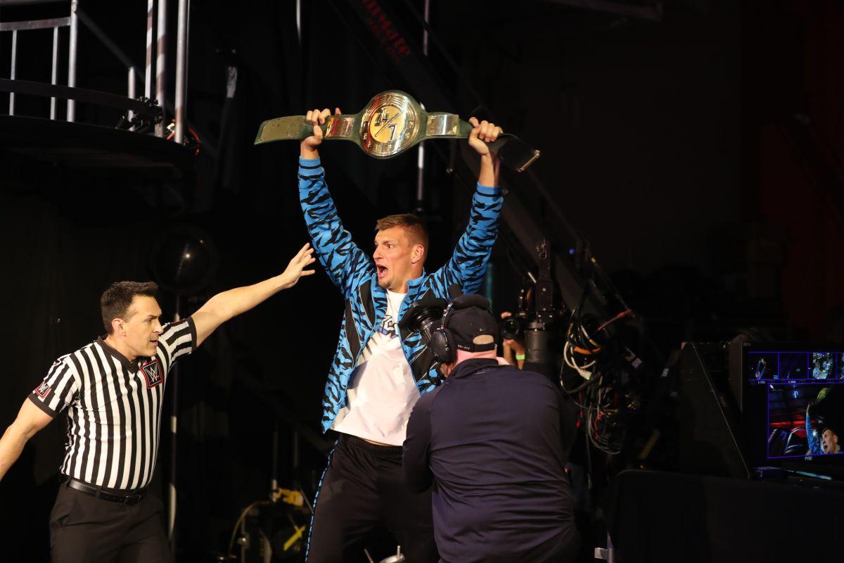 ¡Rob Gronkowski ahora es campeón de la WWE! El ex jugador de la NFL se corona como campeón 24/7 en WM36